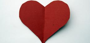 Imagem de um coração de papel recortado